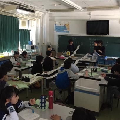 理科室です。理科は実験を中心に授業を進めています。