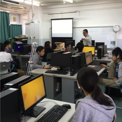 パソコンは個人個人のアカウントを使って、昼休みやそれ活の時間にも使うことができます。